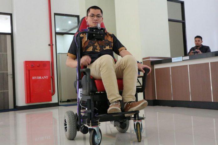 Smart-Wheelchair-4-696x464